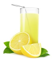 Suco de limão e melissa preparacion