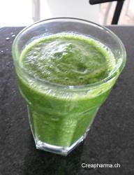 Suco verde com gengibre preparacion